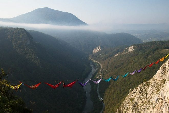 Ekstremna karavana već četiri godine visi iznad kanjona Tijesno u Bosni