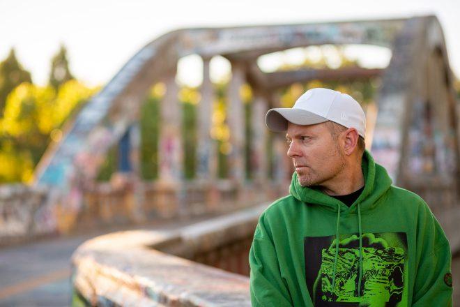 DJ Shadow ove jeseni objavljuje dvostruki novi studijski album, s nizom gostujućih imena