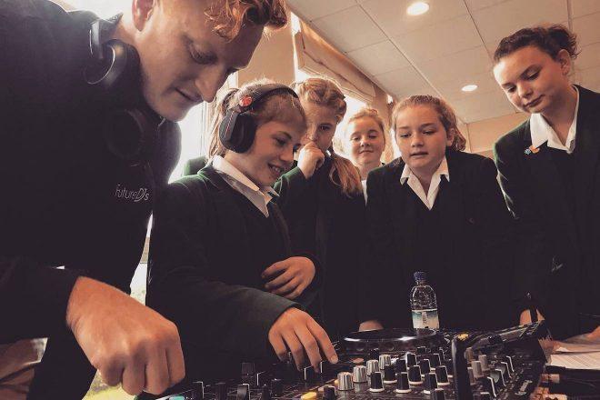 Učenje DJ-anja od sada se gleda kao sekundarno obrazovanje