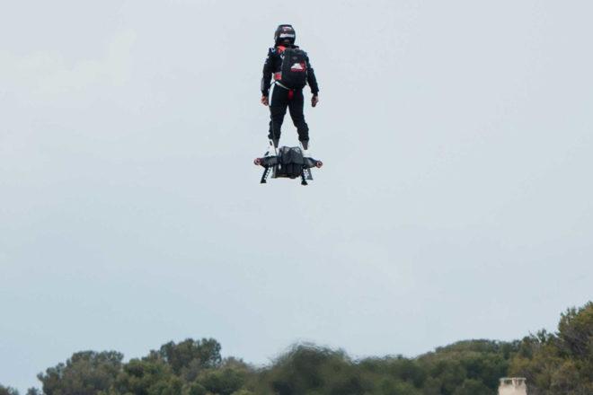 Napravljen najduži let hoverboardom
