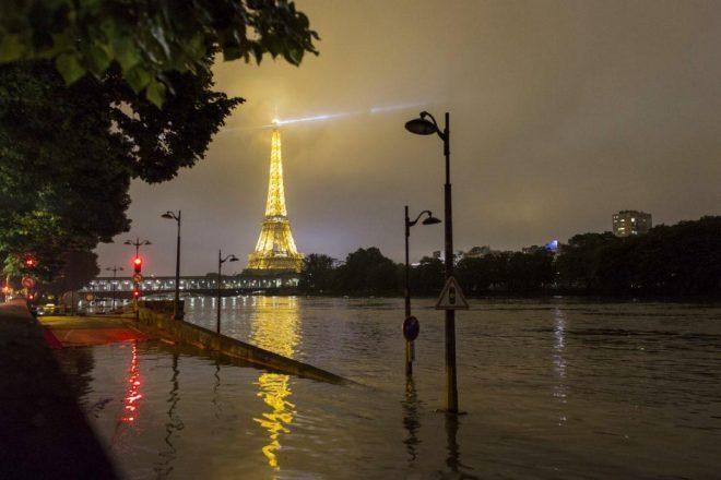 Pariški klubovi su prisiljeni zatvoriti vrata zbog poplava