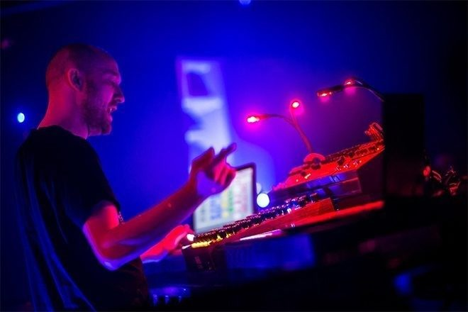 Mixmag i Paul Kalkbrenner u njegovom Back To The Future live showu u LA-u