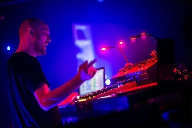 Mixmag i Paul Kalkbrenner u njegovom Back To The Future live showu u LA-u