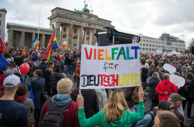 Rave prosvjednici nadjačali prosvjed ekstremnih desničara u Berlinu