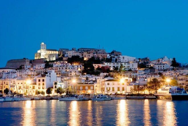 Klubovi na Ibizi mole za povećana ograničenja ilegalnim zabavama u vilama