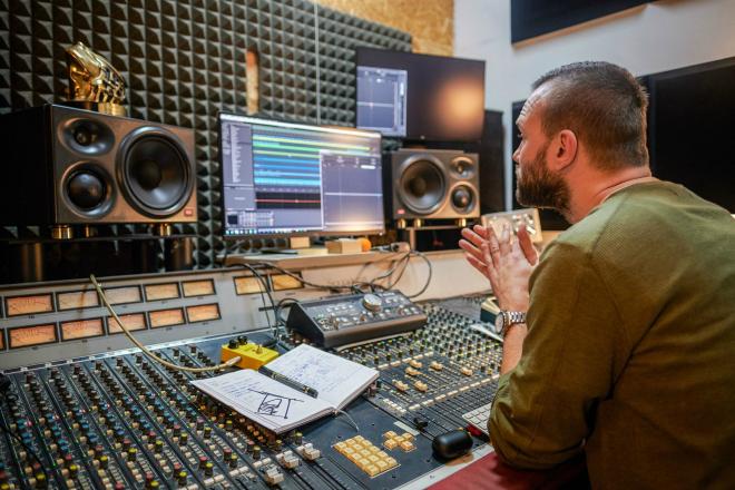 Stay-At-Home Mix: Jan Kinčl