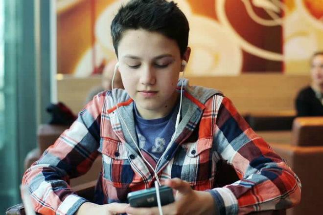 Novo istraživanje pokazalo kako uzorci slušanja glazbe kod tinejdžera određuju njihov odrasli ukus za glazbu