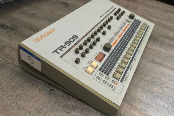 Prodaje se Daft Punkova TR-909 ritam mašina