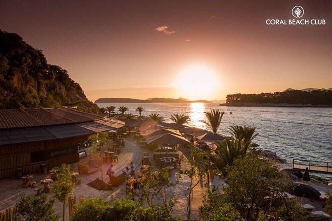 Cava Coral Beach - mjesto gdje se ljube glazba, more i zalazak Sunca...
