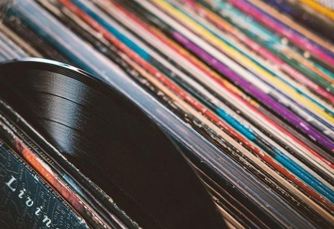 Prodaja vinila u Velikoj Britaniji prestigla prodaju CD-a prvi put nakon 1987.